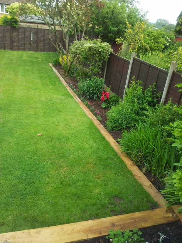 How To Tips For Creating Railway Sleepers Garden Edging Digging In The Garden